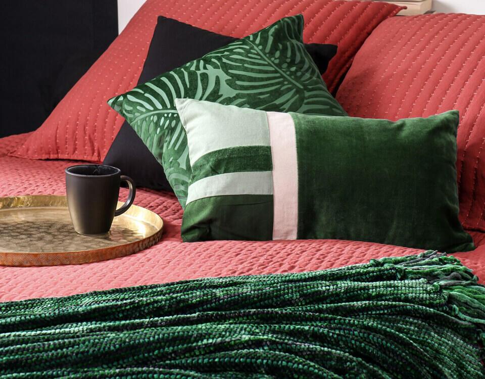 décoration de chambre en rouge et vert