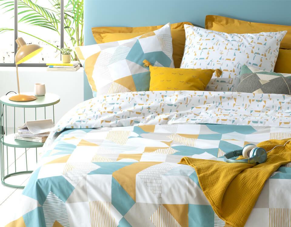 habitación juvenil amarilla y azul para chicos