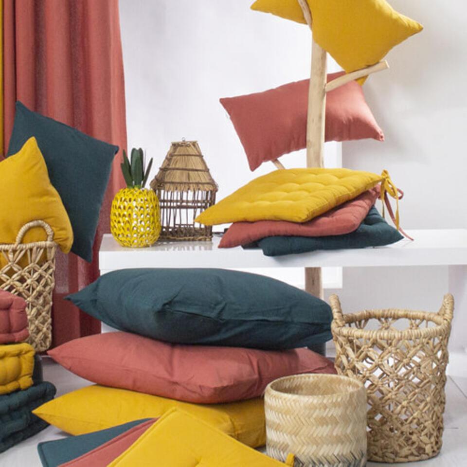 Cojines color terracota y amarillo