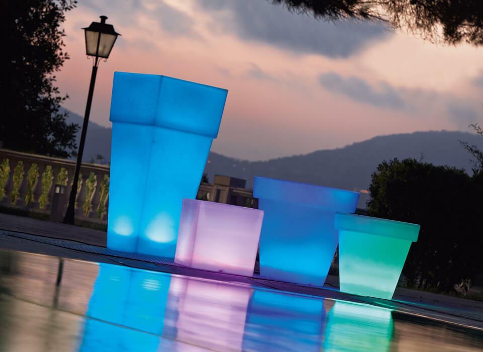 maceteros luminosos para decorar el exterior