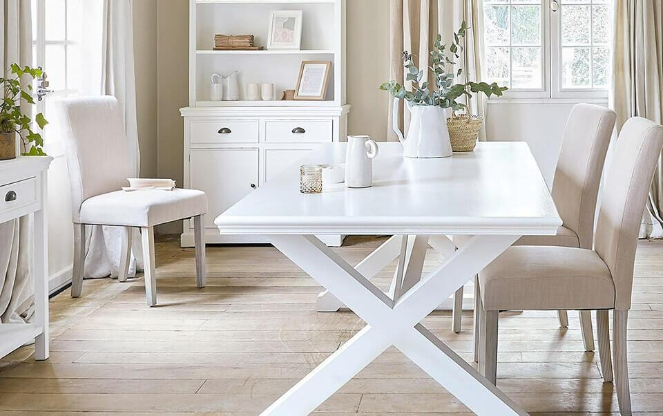 comedor con muebles claros