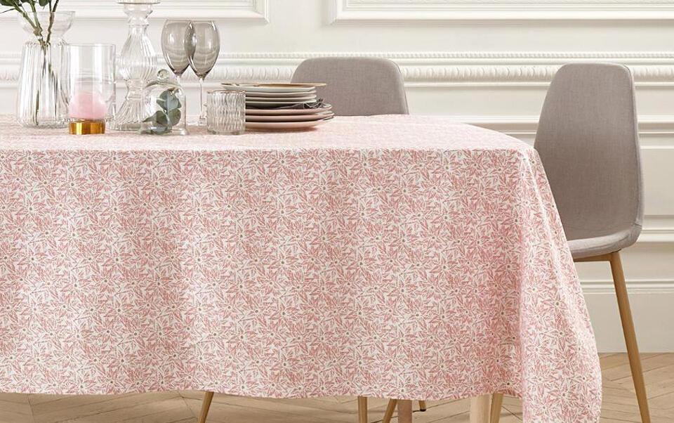 mantel rosa con estampados
