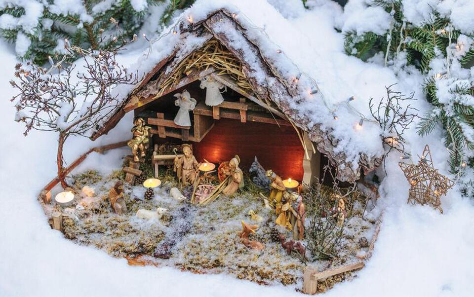 Portal de Belén y decoración nevada
