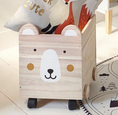 Cofre de juguetes de madera con ruedas