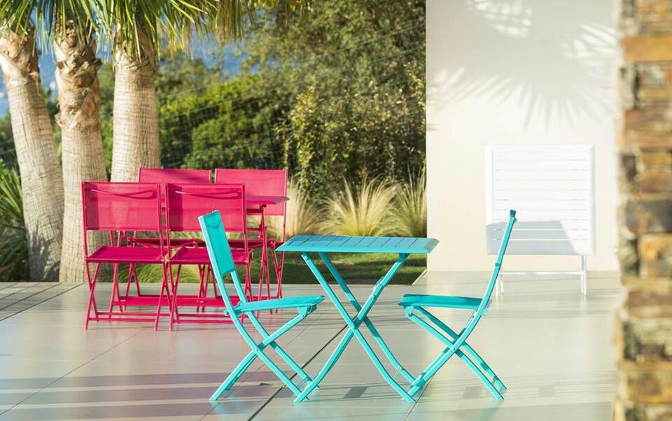 Cómo limpiar las sillas de jardín
